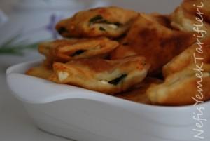 Yağda Kızarmış Peynirli Börek Tarifi