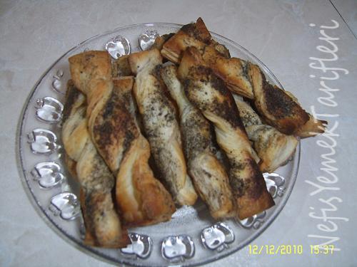 Çörekotlu Milföy Çubukları Tarifi