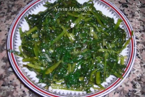 Radika (Karahindiba) Salatası