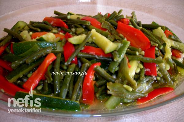 Taze Börülce Salatası (Kabaklı ve Biberli) Tarifi