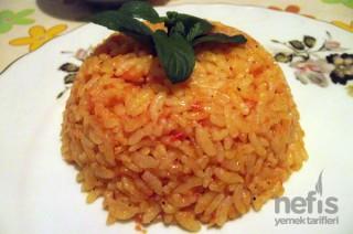 Domatesli Tereyağlı Pirinç pilavı Tarifi