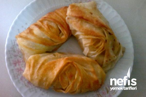 Büzgülü Ispanak Böreği (Midye Börek) Tarifi