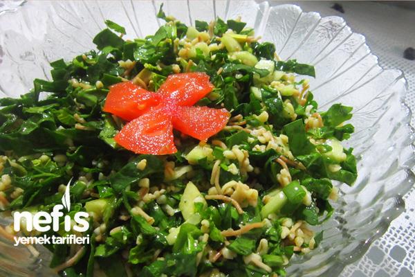 Bulgurlu Ispanak Salatası Tarifi