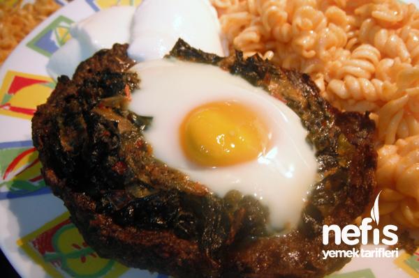 Köfte Çanağında Yumurtalı Ispanak Tarifi