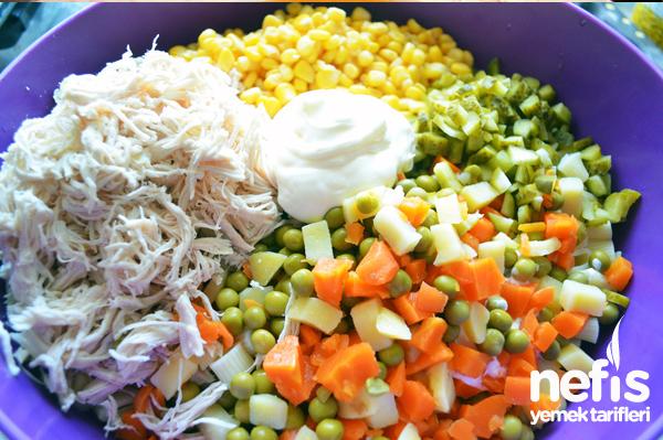 Tavuklu Makarna Salatası 1