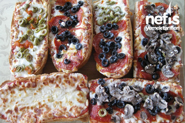 Ekmekli Pizza (French bread pizza)