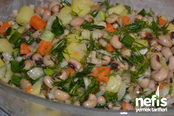Kuru Börülce Salatası Yapılışı Tarifi
