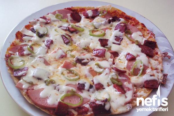 Lavaş Ekmeğinden Tavada Pizza Tarifi