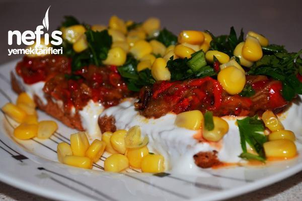 Patlıcanlı Etimek Salatası Tarifi