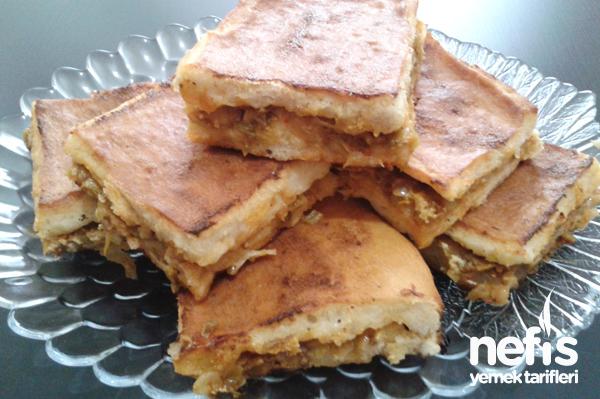 Ekmek Hamuru İle Pırasalı Kıymalı Börek Tarifi