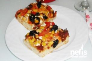 Ev Sucuğundan Pizza Tarifi