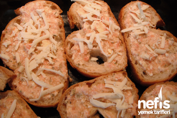 Fırında Soslu Ekmek Dilimleri