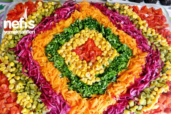 Tavuklu Yoğurtlu Etimek Salatası 1