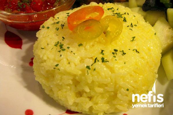 Zerdeçal ve Sarımsaklı Pirinç Pilavı Tarifi