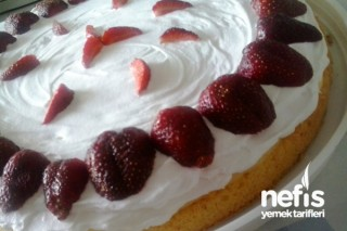 Çilekli Kremalı Pasta Tarifi