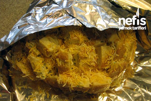 Fırında Sarımsaklı ve Kaşarlı Ekmek Fotoğrafı 2