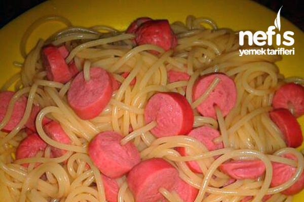 Spagetti Çubuklarında Sosisli Makarna Tarifi