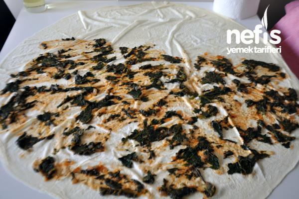 Tavada Ispanaklı Kol Böreği Fotoğrafı 1