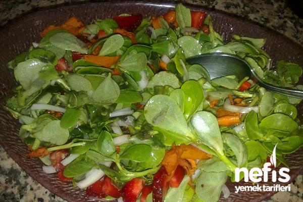 Havuçlu Çilek Soslu Semizotu Salatası Tarifi