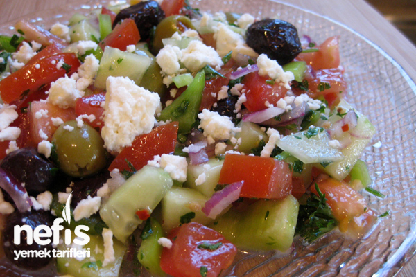 Zeytinli Peynirli Çoban Salatası (Greek Salad) Tarifi