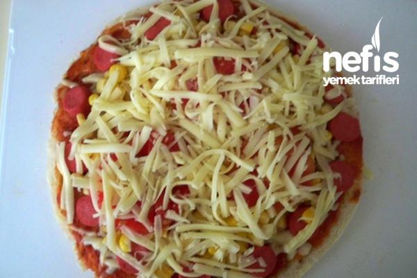 Sosisli Mısırlı Bazlama Pizza 1