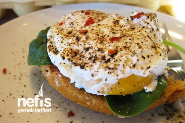 Suya Kırılarak Haşlanmış Yumurta(Eggs Benedict) Tarifi