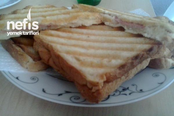 Salamlı Krem Peynirli Tost Tarifi