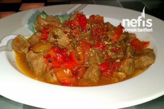 Kırmızı Biberli Et Yemeği Tarifi