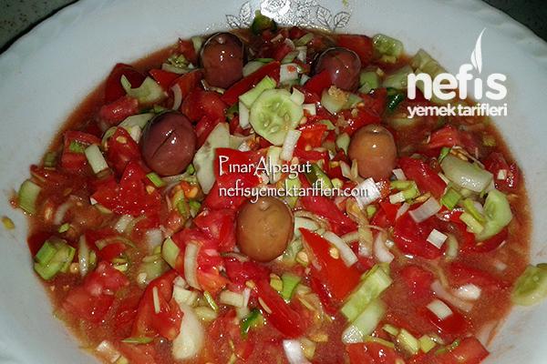 Pırasalı Domates Salatası Tarifi