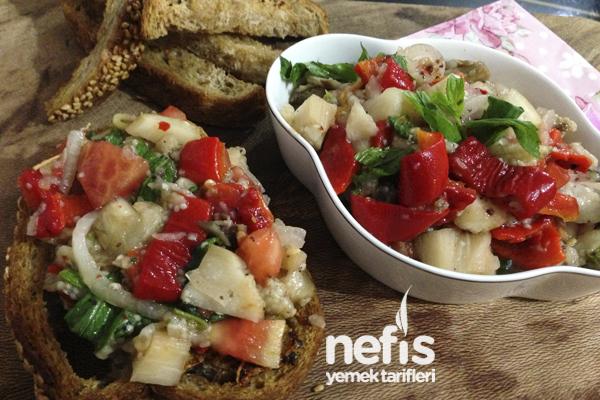 Sarımsaklı Ekmek ve Köz Patlıcan Salatası Tarifi