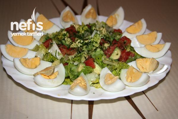 Yumurtalı Avokado Salatası Tarifi