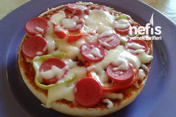 Hamburger Ekmeği İle Kahvaltılık Pizza Tarifi