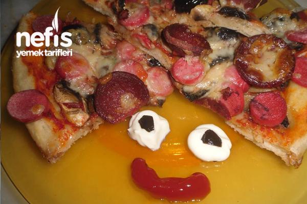 Hazır Ekmek Hamurundan Pratik Pizza Tarifi