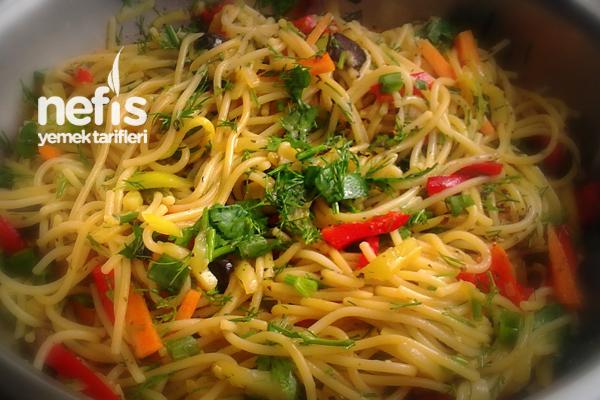 Kabaklı Soya Soslu Spagetti Salatası Tarifi