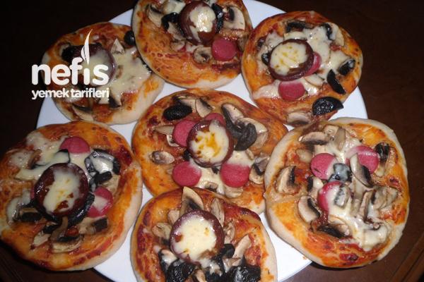 Minik Pizzalar Yapımı Tarifi