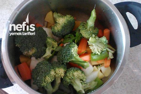Tavuk Suyuna Brokoli Çorbası 1