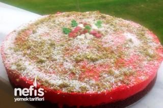 Kırmızı Yeniyıl Pastası Tarifi