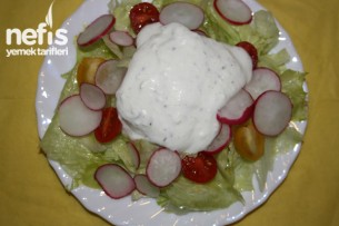 Yoğurt Soslu Salata Tarifi