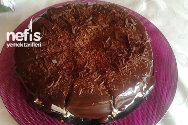 Çikolatalı Muzlu Yaş Pasta Yapılışı Tarifi