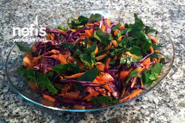 Ispanaklı Havuç Salatası Tarifi