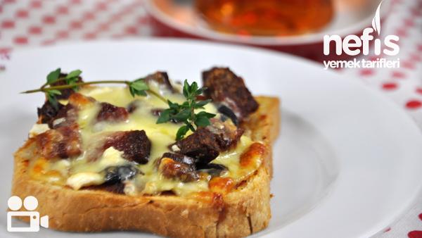Kahvaltılık Minik Pizza Videosu Tarifi