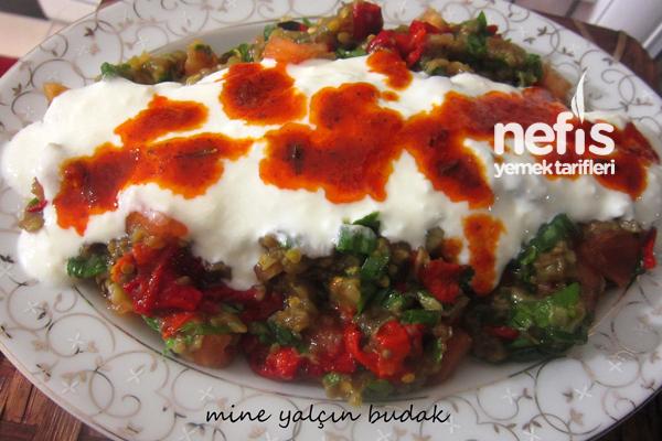 Yoğurtlu Patlıcan Salatası Yapımı Tarifi
