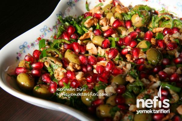Zeytin Salatası (Nar ve Cevizli)
