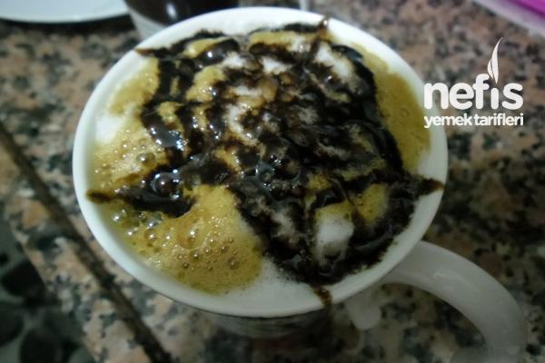 Bol Köpüklü Nescafe (Çikolata Sos ile) Tarifi