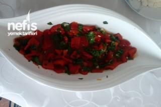 Kırmızı Biber Salatası Yapımı Tarifi