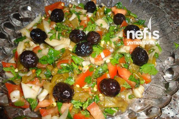 Köz Biber Salatası Yapımı Tarifi