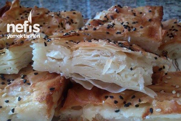 Peynirli Tepsi Böreği Yapılışı Tarifi
