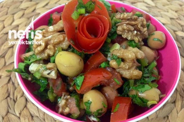 Zeytin Salatasının Yapımı Tarifi