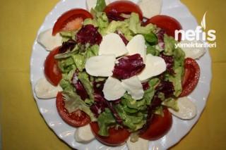 Avokado Ve Mozarellalı Salata Tarifi