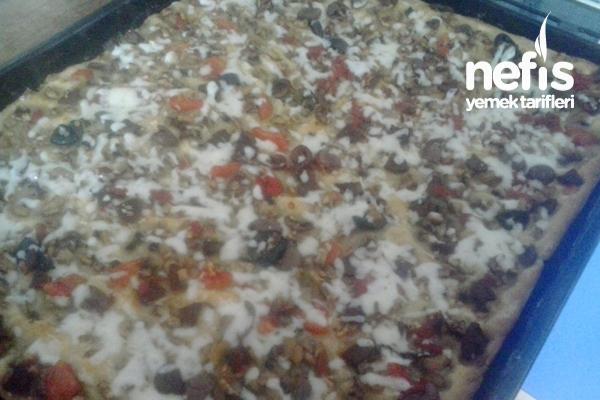 Ev Yapımı Karışık Pizza Yapılışı Tarifi